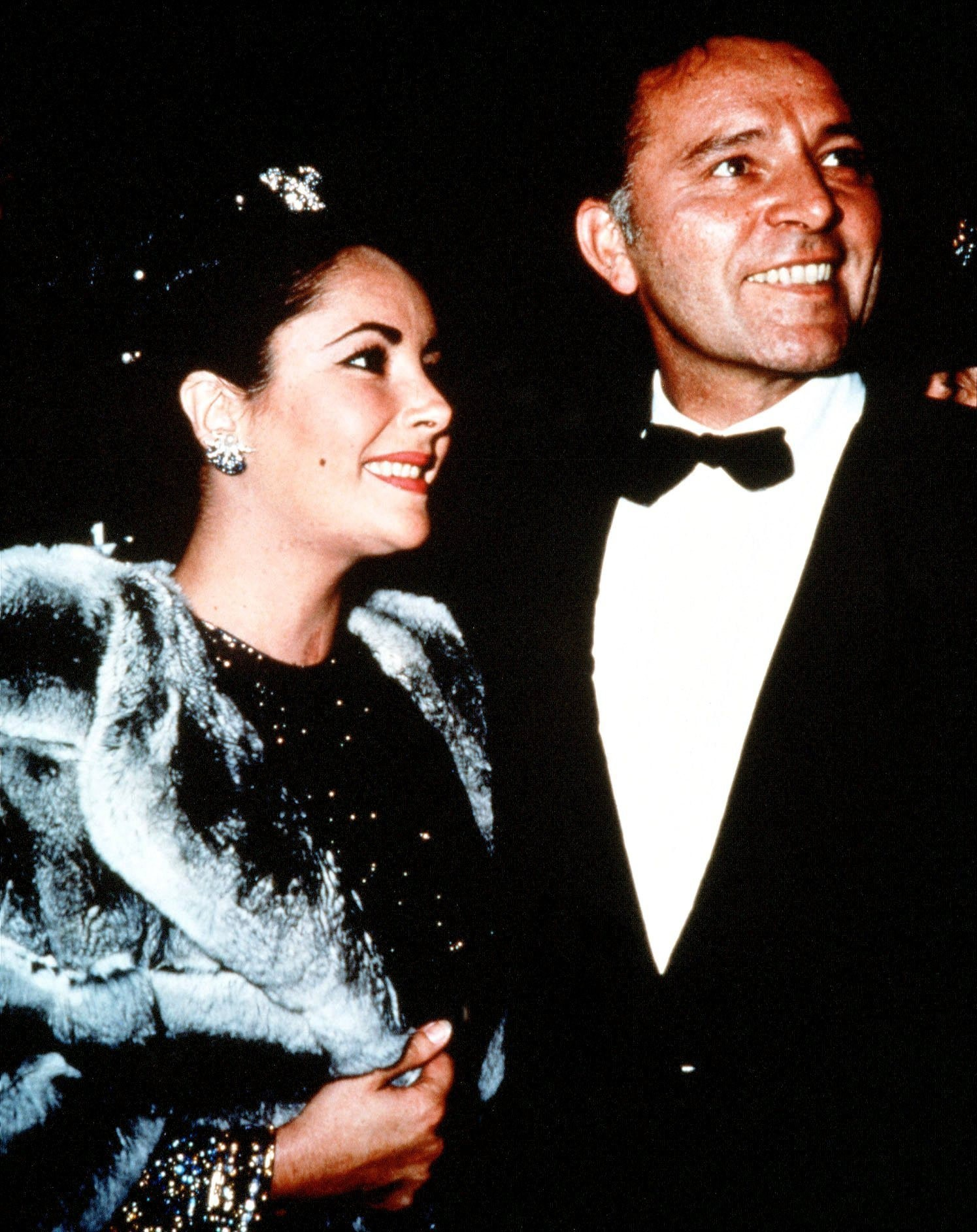 Picture Shows: (L-R) Elizabeth Taylor and Richard Burton.