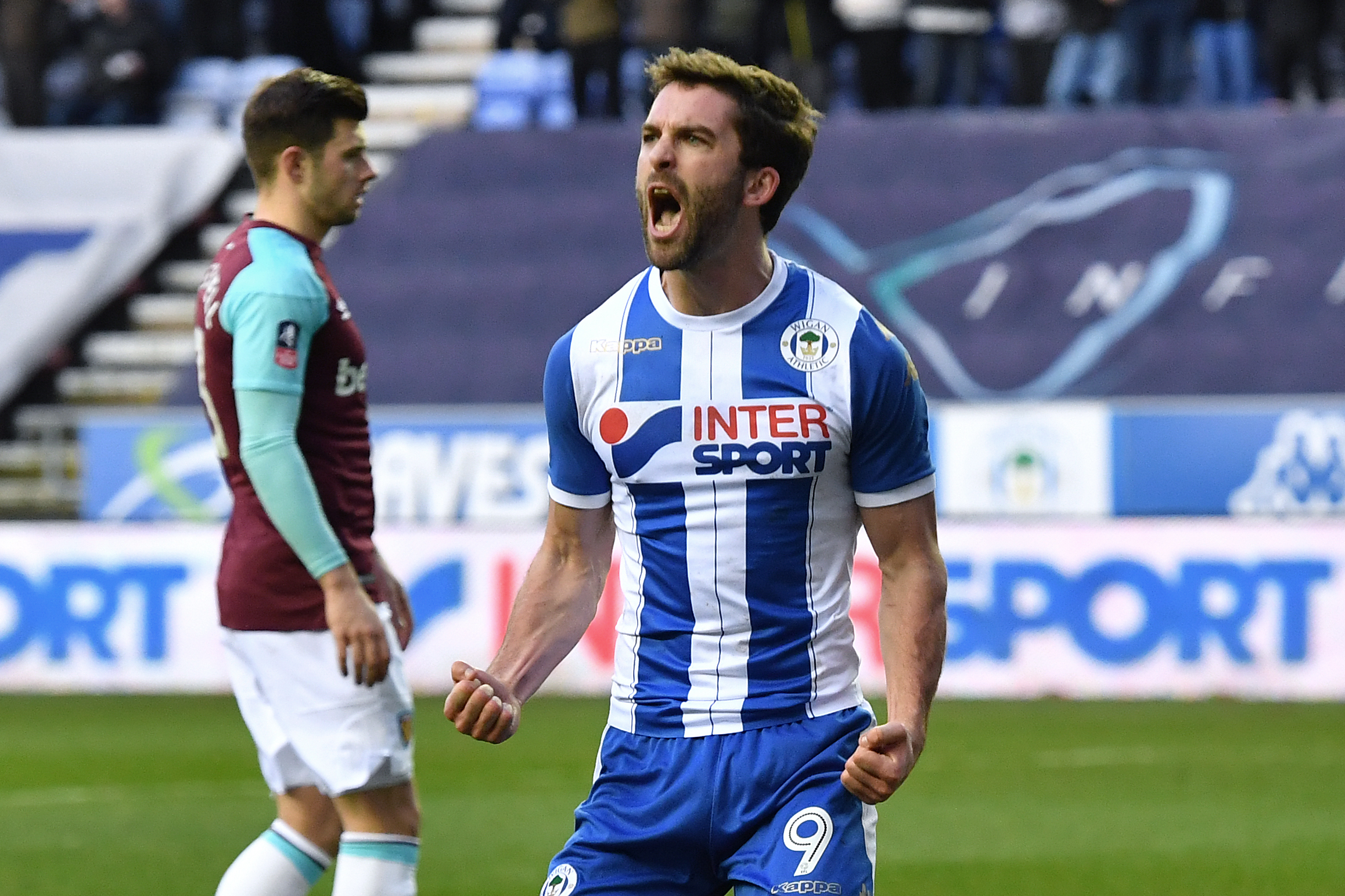 Sunderland are hoping to push through a deal for Wigan Athletic striker Will Grigg after tabling a formal offer for the Northern Ireland international.