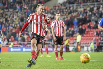 """Aiden McGeady's Sunderland future to be """"assessed"""" by Phil Parkinson"""