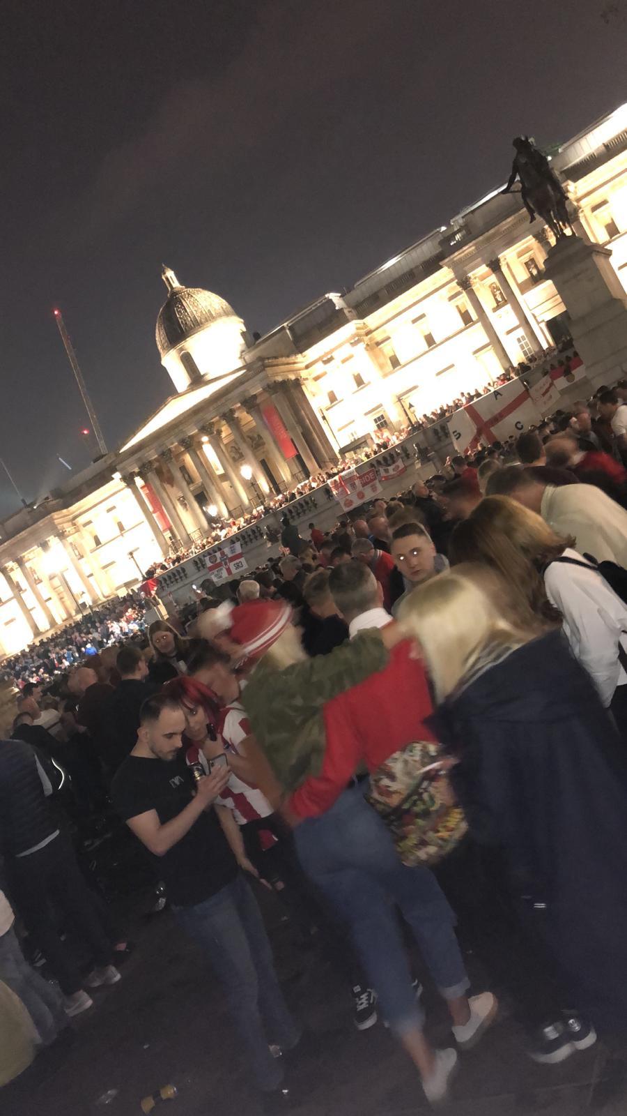 Sunderland fans take over Trafalgar Square on eve of Checkatrade Trophy final