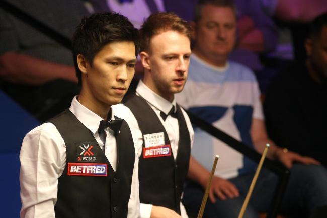 Judd Trump (right) beat Thepchaiya Un-Nooh 10-9 in the first round of 2019 Betfred World Championship