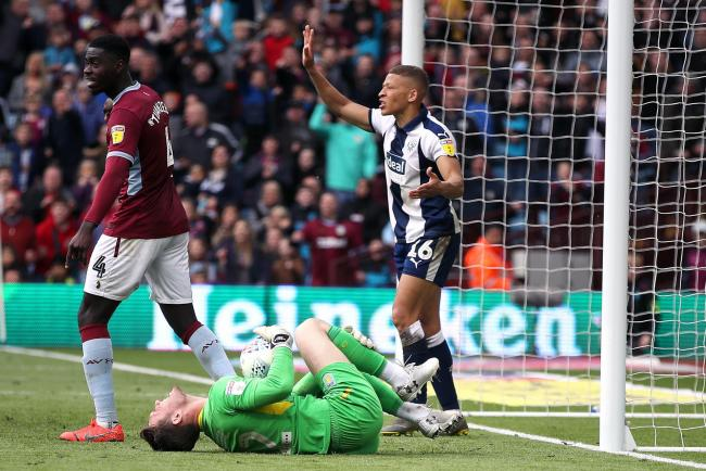 West Bromwich Albion's Dwight Gayle (right) reacts after a challenge with Aston Villa goalkeeper Jed Steer (floor), resulting in a red card, during the Sky Bet Championship Play-off, Semi Final, First Leg at Villa Park, Birmingham. PRESS ASSOCIATION P
